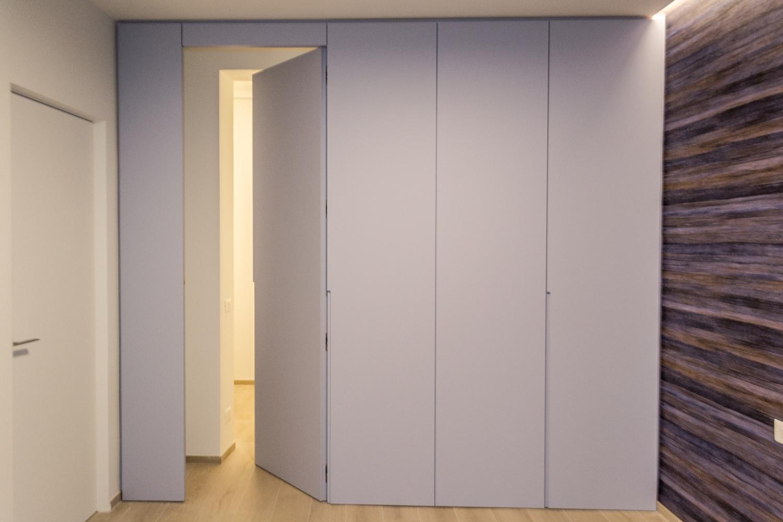 Qanta boiserie e chiusura armadio con porta battente
