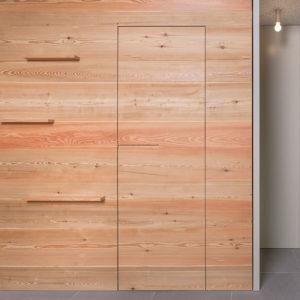 boiserie legno con porta battente